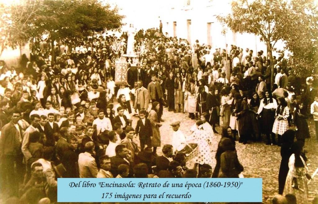 Procesión de la Virgen de Roca-Amador a su paso por la plaza de Encinasola el 8 de septiembre de 1923.